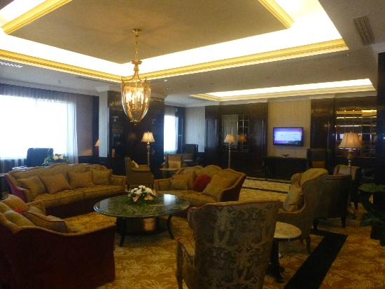 The Papandayan: Stay at the Superior Suite and get access to the Club Lounge!