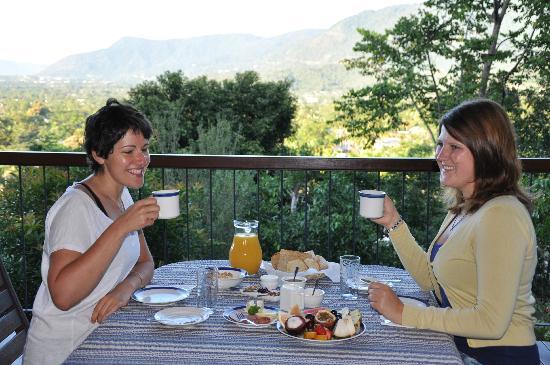 Kookas Bed & Breakfast : Breakfast with the Ladies