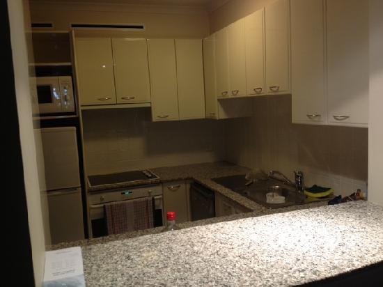 Quay West Suites Brisbane: Kitchen