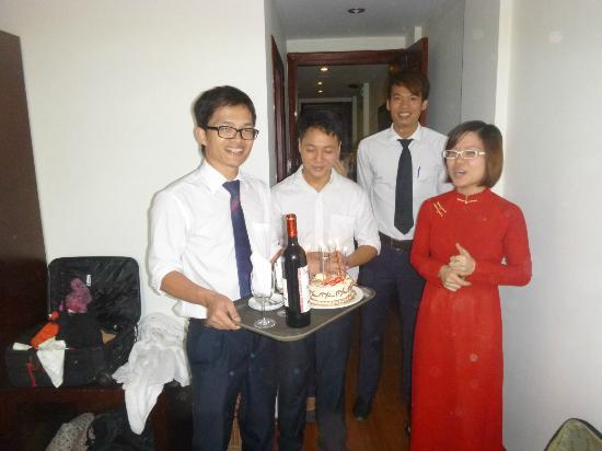 Paradise Boutique Hotel: Staff with birthday surprise