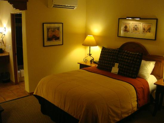 Old Santa Fe Inn: Standard bedroom