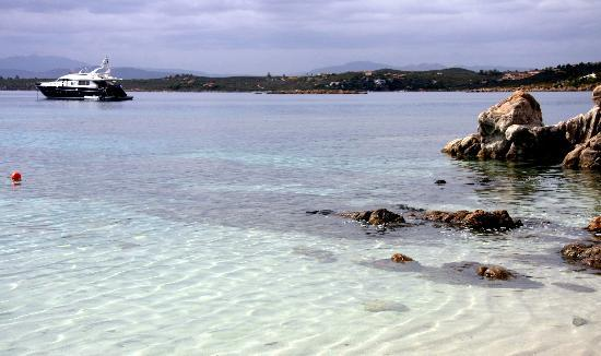 Sardinia Blu Residence: spiaggia bianca