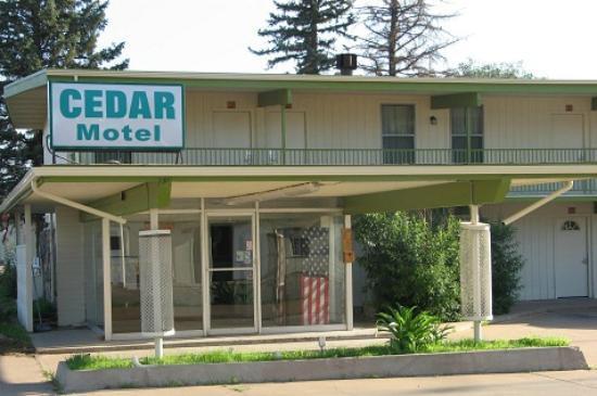 Cedar Motel: Front of motel