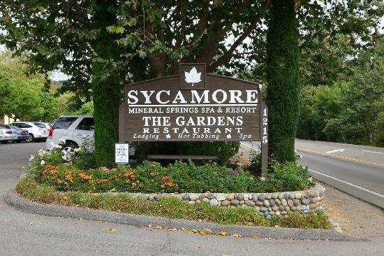 Sycamore Mineral Springs Resort and Spa: ホテルエントランス