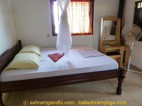 Gedong Gandhi Ashram: One of the beds