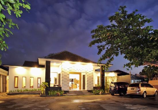 Giri Hotel Lombok: entrance