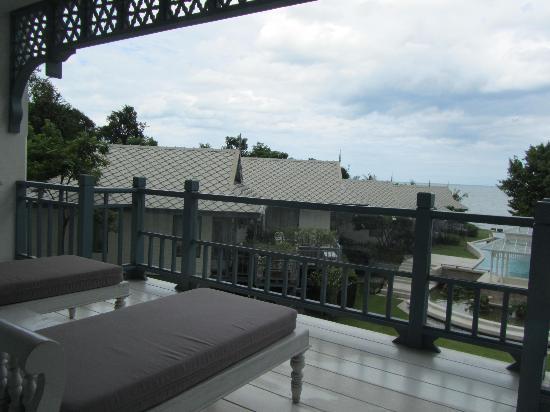 เทวาศรม หัวหิน รีสอร์ท: Balcony overseeing the resort