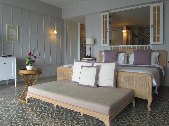 Devasom Hua Hin Resort: Giant king size bed