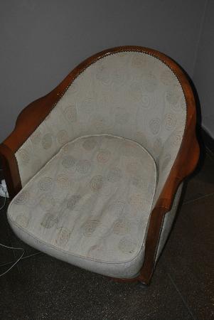 Villa Makassar: old mamounia arm chair