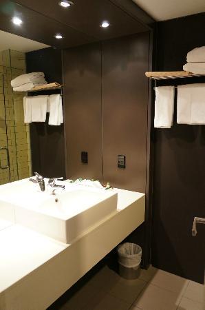 Rydges Wellington: Bathroom