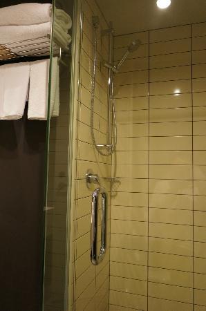 Rydges Wellington: Shower