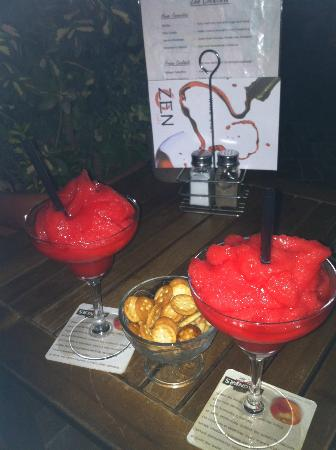 Zen Lounge Bar and Grill: Delicious strawberry daiquiries