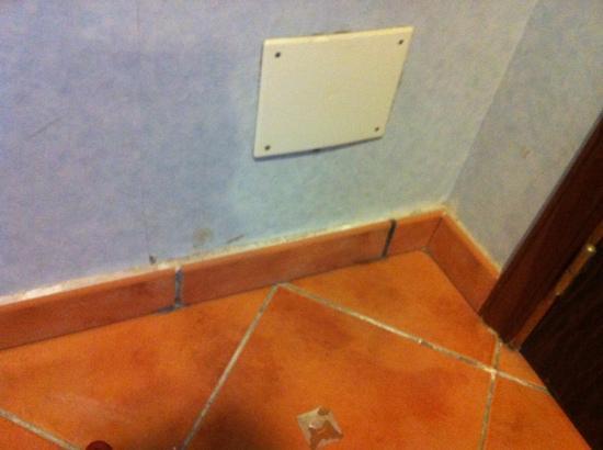 Hotel Diamante Suites: habitaciones deterioradas