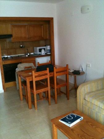 H10 Suites Lanzarote Gardens: kamer
