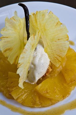 Les Bistronomes: Ananas braisé au caramel de miel, vanille Madinina