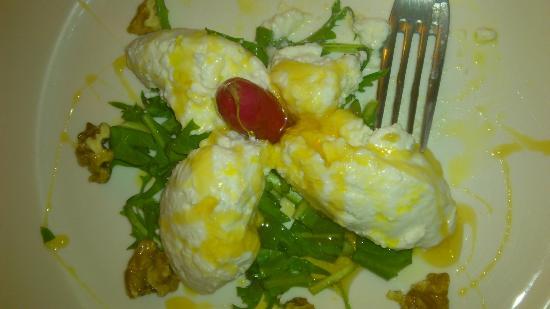 Taverna del Sette: Antipasto con ricotta fresca e noci caramellate
