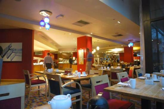 Hilton London Gatwick Airport: Restaurant for breakfast