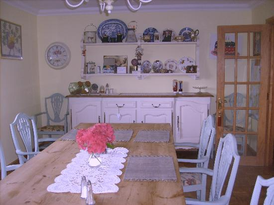 Bosvean House: Very quaint dining room