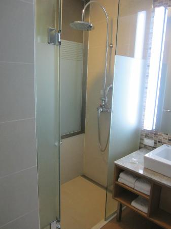 Konjiam Resort: the shower