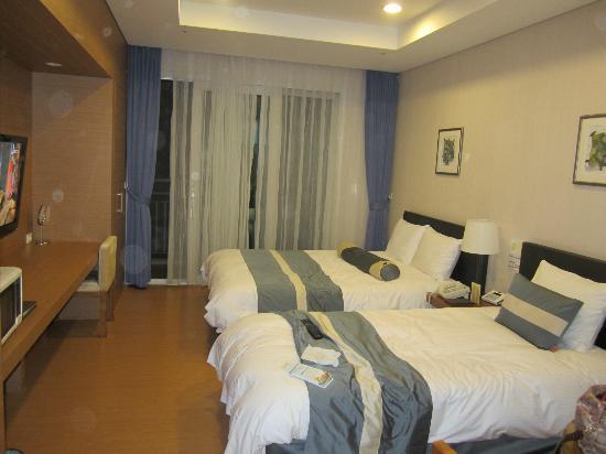 Konjiam Resort: 2 queen bed in my room..comfort bed