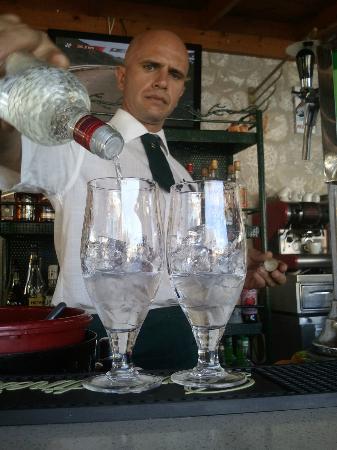 Thanassis den bedste bar-mand