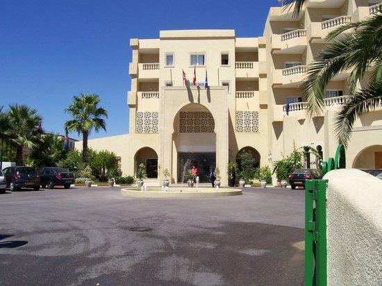 Houda Yasmine Hammamet : entrée de l'hotel.