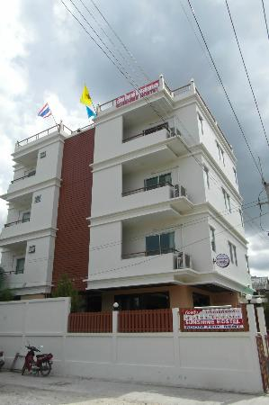 Sunshine Guest House Hua Hin: the building