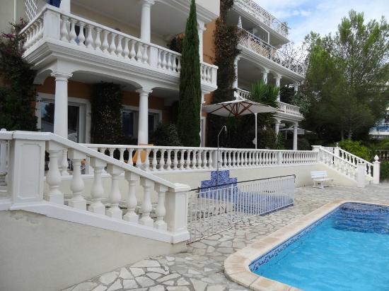 Chambre d'hotes La Potiniere: Vue de la piscine