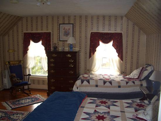 Maple Hill Bed and Breakfast: Maple Room