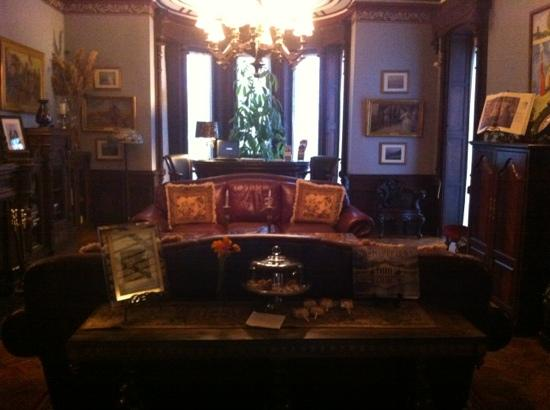 Batcheller Mansion Inn: reading room