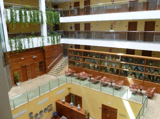 ‪سيناتور جرانادا سبا هوتل: The nice central area of the hotel, going up the glass lift!‬
