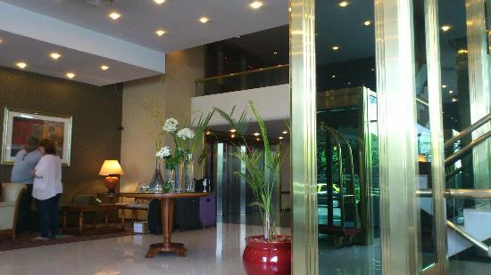 Conte Hotel: Lobby