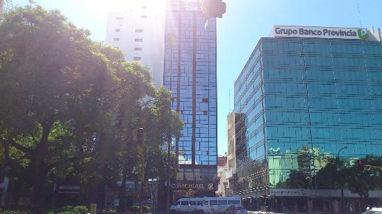 Conte Hotel: Vista desde Calle