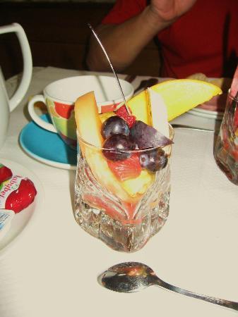 La Roseraie Biebler Hotel-Restaurant : Déjeuner : Macédoine de fruits