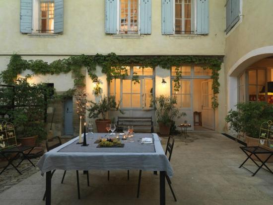 La Maison Sur La Sorgue - Esprit de France : Jardin, sous le platane