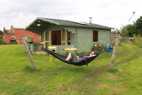 Kingthorpe Manor Farm: double hammock outside cabin