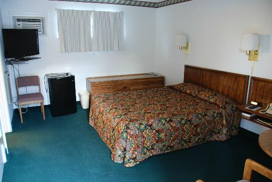 A Western Rose Motel: Room and bed