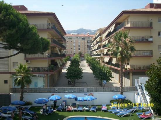 Hotel GHT Balmes & Apartments: Zimmeraussicht zum Pool hin.