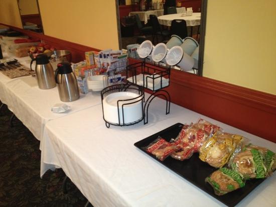 Best Western Plus Augusta Civic Center Inn: weird breakfast area...