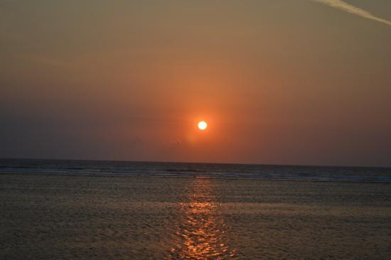 Aston Sunset Beach Resort: View of the sun set from sun deck at Villa Queens