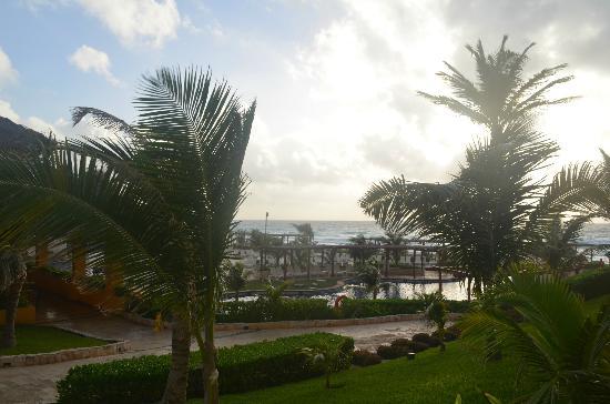 Fiesta Americana Condesa Cancun All Inclusive: 天気予報は雨でしたが朝夕方夜のスコールのみでした。