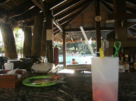 Camino Real Hotel: le bar les pieds ds l'eau