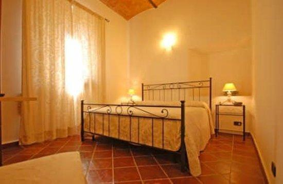 Saturnia Residence : camera matrimoniale