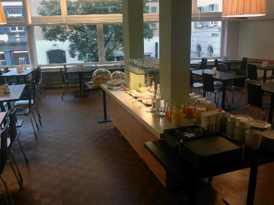 Hotel Marta : 2nd floor breakfast hall