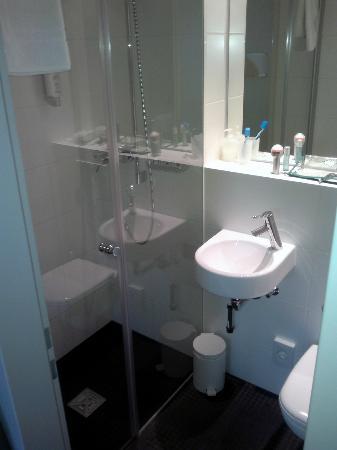 Hotel Marta : Bathroom