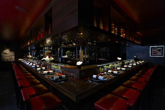 L'Atelier de Joel Robuchon: L'Atelier counter in its full glory