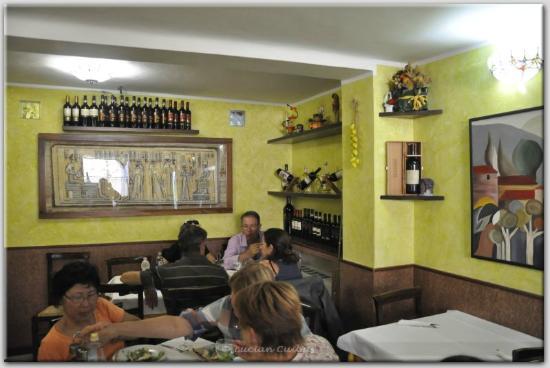 Al Cantuccio : Inside