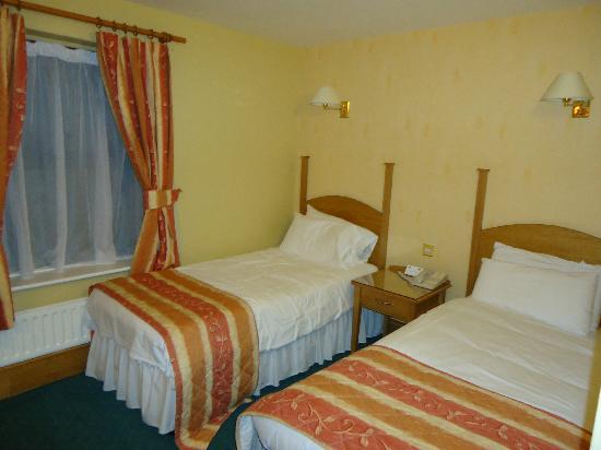 Lucan Spa Hotel: Bedroom 1