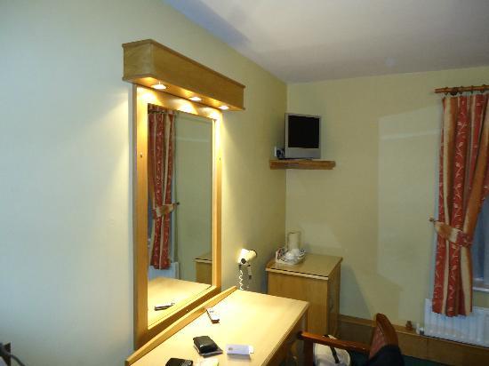 Lucan Spa Hotel: Bedroom 2