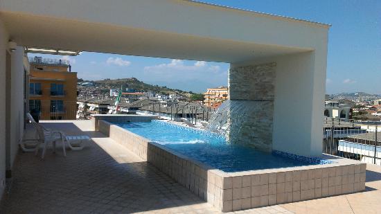 piscina in terrazza - Foto di Hotel Sole, Montesilvano - TripAdvisor